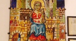 Donen a la Parròquia de Sant Genís un mosaic de la Mare de Déu de les Dones