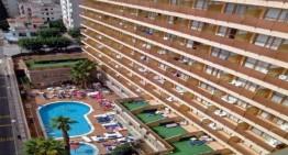 Dos joves turistes es precipiten des dels seus balcons a Calella i Lloret