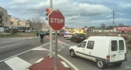 Aparatós accident al semàfors de PLF