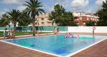 Malgrat reforma el terra de la seva piscina municipal
