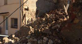 Cau una paret del carrer Verdaguer i deixa els veïns sense llum ni aigua