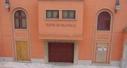 3 empreses opten a fer les obres del teatre