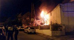 Un virulent incendi a Blanes mobilitza 12 dotacions d'emergència