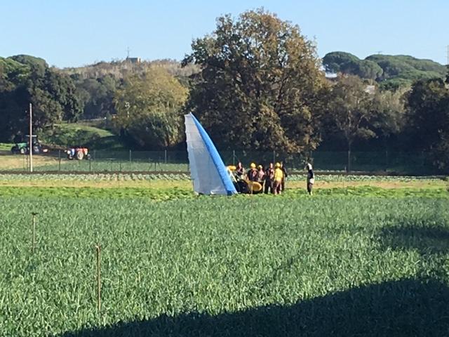 Aterratge d'emergència d'un ultralleuger en un camp prop de St Genís