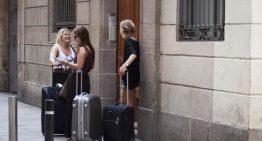 Calella posa el fre a les llicències de pisos turístics
