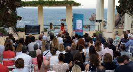 """La blanenca Alba Saskia, finalista del Premi Planeta, presenta el llibre """"Con un par de alas"""""""