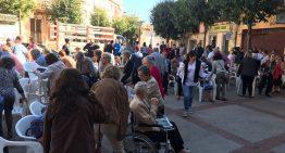 Diverses persones es concentren a PLF a favor de la República