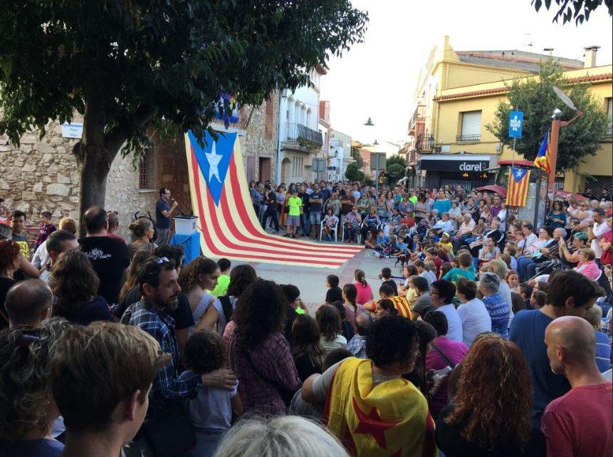 Centenars de persones es manifesten a PLF en rebuig a la violència policial