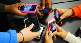 La Policia local dóna consells sobre les xarxes socials i l'assetjament escolar als alumnes de Palafolls