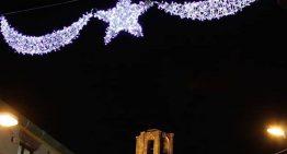Malgrat encén els llums de Nadal amb focs artificials que no van agradar a tothom