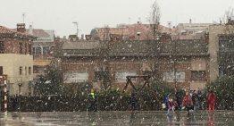 Les escoles permeten recollir els estudiants abans per l'afectació de la neu