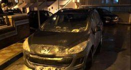 Crema un cotxe davant del CAP de salut