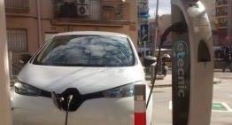 Calella estrena el seu primer punt de càrrega per a vehicles elèctrics