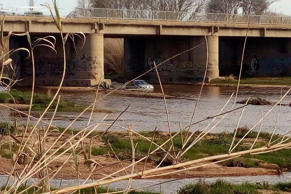 3 ferits lleus en un accident múltiple mentre treien el cotxe caigut a la Tordera