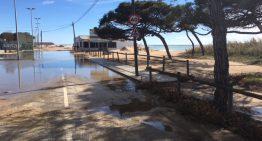 El temporal de mar obliga a tallar el Passeig Marítim de Blanes i inunda la zona dels càmpings de Malgrat