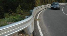 Posaran pantalles de protecció per a motoristes a la carretera de Blanes