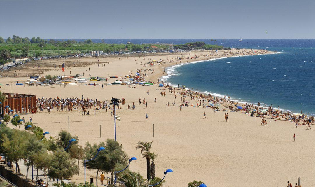 Malgrat inaugura la temporada de platges amb la reubicació de la platja nudista