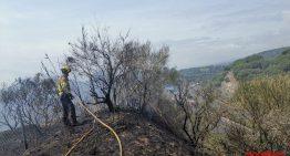 Un incendi crema 1 hectàrea de vegetació prop de la C-32 a Calella