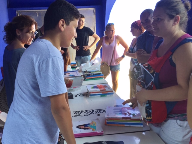 Els pares i mares i l'Institut es reuneixen en una jornada de compravenda de llibres escolars de segona mà