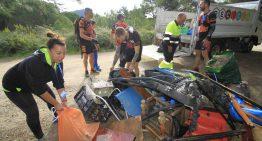 La iniciativa mediambiental «Mou-te pel mar» recull a Blanes 4 tones de deixalles i brossa