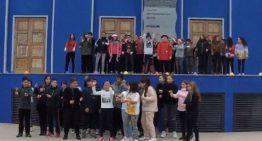 Els alumnes de 6è i 1r d'ESO de Palafolls ofereixen una cantata de nadales en anglès