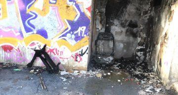 Un petit incendi crema diversos residus a la caseta adjunta a Can Puig
