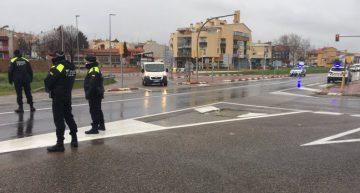 La Policia Local controla la mobilitat i multa els vehicles que incompleixen l'estat d'alarma