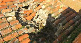 Cau part d'una teulada d'una casa de Blanes sense causar ferits