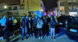 Desenes de persones es manifesten a Palafolls per commemorar el 8-M