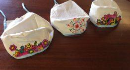 Es comencen a repartir un miler de barrets sanitaris perquè els decorin els infants