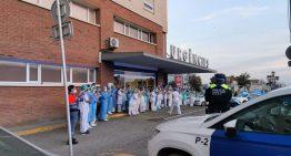 Sentit homenatge de les policies locals de l'Alt Maresme als sanitaris de l'Hospital de Calella