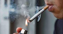 Entra en vigor la prohibició de fumar sense respectar la distància de seguretat