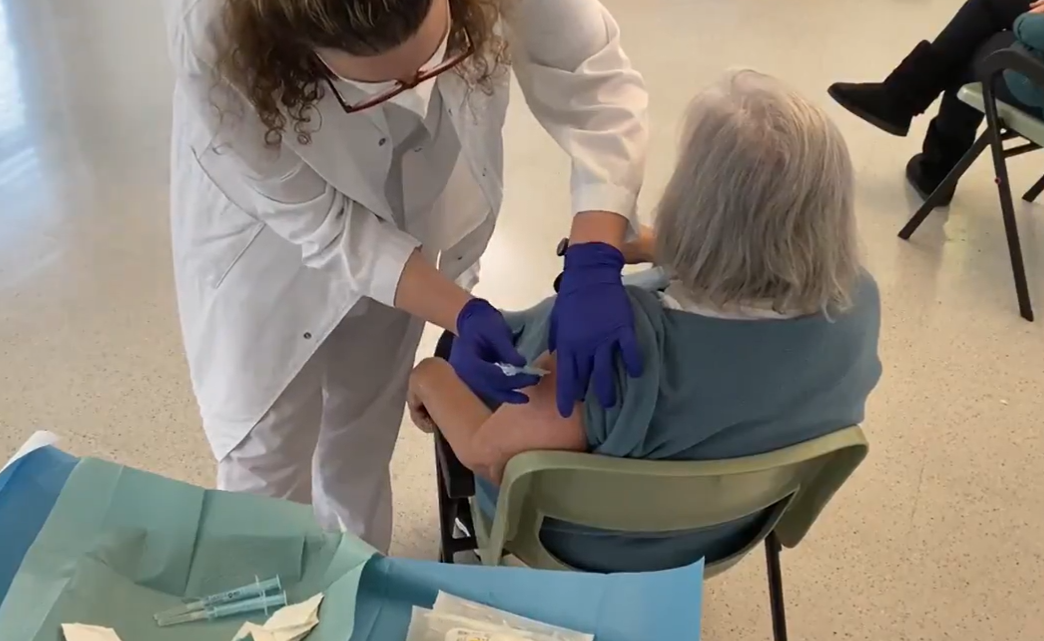 Palafolls continuarà vacunant als menors de 80 anys a la sala adjacent al CAP