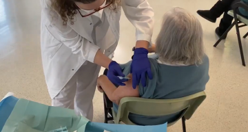 El CAP de Palafolls ja vacuna a persones de 75 anys