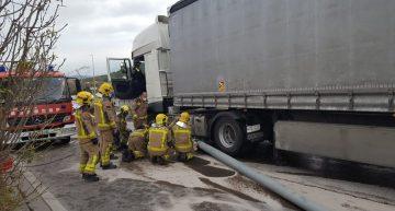 Un tràiler s'accidenta a Blanes, es rebenta el dipòsit de gasoil i el conductor acaba detingut