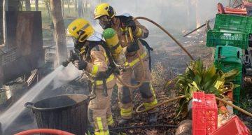 Una barbacoa provoca un incendi a Blanes, sense ferits, cremant parcialment un cotxe, una casa i vegetació