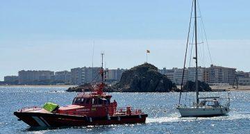 Rescaten una embarcació a la deriva a Blanes