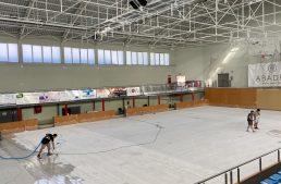 Malgrat preveu enllestir a l'agost l'arranjament del terra del Pavelló Municipal d'Esports